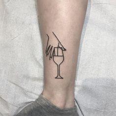 As ilustrações simples, feitas em preto, tornam-se cheias de vitalidade na pele, mesmo com poucos traços. Conheça as tattoos do canadense Curt Montgomery!