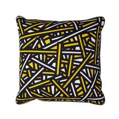 Produkteinzelabbildung des Wrong for Hay Printed Cushion Hay bale in 50 x 50 cm. Das Kissen wird aus Baumwolle hergestellt und mit einer Feder-Füllung geliefert.