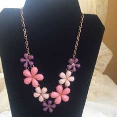 HOLIDAY SALE!Statement Necklace HOLIDAY SALE! Pink, purple color acrylic flowers made into simplistic Statement Necklace. No genuine stones. Gold metal alloy necklace and backing. Lead and metal compliant. Necklace 15.75 inches with 2 inch extension. 🌹PRICE FIRM🌹 Jewelry Necklaces