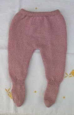 POLAINAS DE LANA DE PRIMERA POSTURA Materiales Lana especial bebé color rosa maquillaje Agujas de punto del nº 2,5 Agujas de pu... Knitting For Kids, Baby Knitting Patterns, Knitting Projects, Crochet Pattern, Baby Leggings Pattern, Diy Crafts Crochet, Knit Baby Booties, Baby Pants, Other Outfits