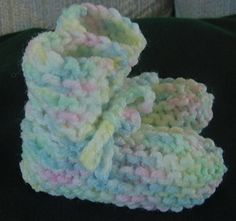 Knitting Patterns Booties Easy and quick knit preemie baby booties – These are certainly the easiest I hav… Baby Booties Knitting Pattern, Knit Baby Booties, Baby Hats Knitting, Baby Knitting Patterns, Loom Knitting, Free Knitting, Crochet Patterns, Knitting For Charity, Knitting For Kids