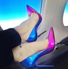 beautiful double shaded pencil heels for you wear it you will look attractive. Sexy High Heels, Hot Heels, High Heel Pumps, Pumps Heels, Stiletto Heels, Fashion Heels, Fashion Fashion, Retro Fashion, Winter Fashion