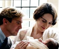 The departure of Dan Stevens from Downton Abbey was probably for the best because his character was too happy to remain interesting to viewers, according to the show's creater Julian Fellowes. Dan Stevens, Downton Abbey Season 3, Lady Mary Crawley, Matthew Crawley, Mejores Series Tv, Julian Fellowes, Michelle Dockery, Baby George, Hollywood Life