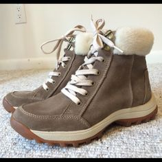"TIMBERLAND ankle boots Unworn tan Timberland lace-up ankle boots with faux fur. Features ""flex,"" ""support"" and of course uncompromising comfort and warmth! Timberland Shoes Ankle Boots & Booties"