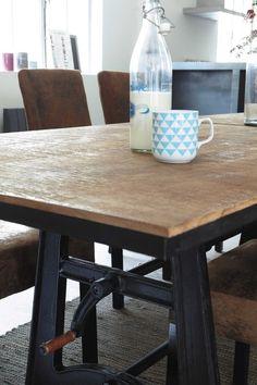 Mesa de comedor extensible de mango macizo y metal An. 180 cm
