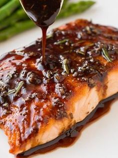 Balsamic Glazed Salmon - Cooking Classy c balsamic vinegar c white wine 2 T honey 1 T dijon mustard 1 T fresh rosemary, divided 1 cloves garlic Salmon 4 oz) salmon fillets Salt and freshly ground black pepper 2 tsp canola oil, divided Salmon Dishes, Fish Dishes, Seafood Dishes, Seafood Recipes, Cooking Recipes, Healthy Recipes, Dinner Recipes, Salmon Food, Keto Salmon