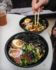 Zaklinamy pogodę z Żarciem na kółkach! Np. pysznym Warsaw Love od Akita Ramen! #zarcienakolkach #warsaw #warszawa #ramen #foodtruck #foodie #japanese #akitaramen #ajitsuketamago