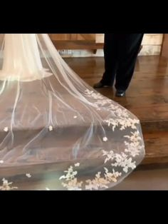 This delicate cathedral length lace veil is very stunning! Handmade with very soft bridal illusion tulle and a gorgeous applique lace, this simple but gorgeous wedding veil must light up your wedding day! Casual Hairstyles, Elegant Hairstyles, Short Hairstyles For Women, Hairstyles With Bangs, Diy Hairstyles, Updos Hairstyle, Bandana Hairstyles, Everyday Hairstyles, Simple Bridal Hairstyle