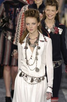 Chanel Fall 2004 Runway Pictures - Livingly