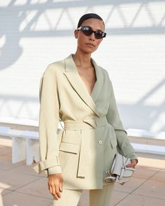 TyLynn Nguyen in Dion Lee, Bottega Veneta and Loewe edited by Emma Regolini Fashion Week, Look Fashion, Fashion Design, Fashion Trends, Fashion Tips, Look Cool, Cool Style, My Style, Business Outfit Damen