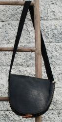 Veske av resirkulert dekk / bag made of used tyres Bag Making, Messenger Bag, Satchel, Bags, Satchel Purse, Handbags, Satchel Bag, Totes, Lv Bags
