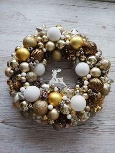 Ornament Wreath, Ornaments, Christmas Wreaths, Gold, Home Decor, Holiday Burlap Wreath, Interior Design, Embellishments, Home Interior Design