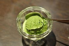 This article shows another way to enjoy Green Tea or Matcha. Tea lovers can make Green Tea Ice Cream with Vanilla Ice Cream. It's easy to do and so yummy. And this article tell you how to make green tea ice cream with vanilla ice cream. Cream Tea, Ice Cream Menu, Matcha Ice Cream, Green Tea Ice Cream, Ice Cream At Home, Matcha Green Tea, Vanilla Ice Cream, No Egg Ice Cream Recipe, Ice Cream Recipes
