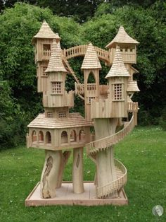 Rob Heard - Bough House Sculptures - Unique Wooden Art Sculptures hand-carved on Exmoor. This would be an amazing hamster house.Rob Heard Bough House ultimate bird house - looks a bit like Imaldris…Rob Heard Unique Wooden Sculptures London - awesom Fairy Houses, Play Houses, Craft Stick Crafts, Wood Crafts, Pop Cycle Stick Crafts, Diy Wood, Woodworking Plans, Woodworking Projects, Woodworking Furniture