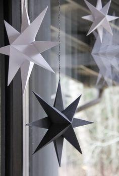 Tästä ne jouluvalmistelut lähtee.   Paperitähdistä.   Tähtien tekemiseentarvitaan paperia, sakset, kynä, viivotin j...