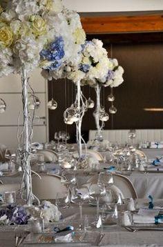 Il centrotavola serve per abbellire la tavola durante i ricevimenti dei matrimoni in spiaggia a Napoli.