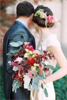 bouquet by Flowers to the People @weddingchicks