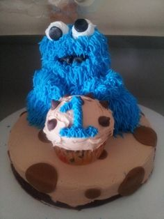 cookie monster By nanahotbabe on CakeCentral.com