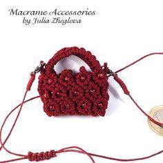 Minibag pendant Tiny Treasure maroon macrame braided by makrame