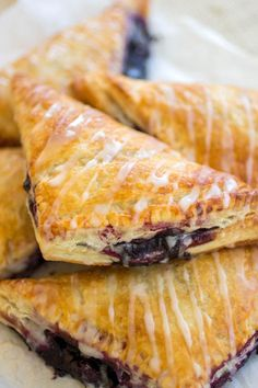 Turnovers Blueberry Turnovers - Flakey pastry dough is filled with gooey homemade blueberry filling.Blueberry Turnovers - Flakey pastry dough is filled with gooey homemade blueberry filling. Blueberry Turnovers, Cherry Turnovers, Breakfast Pastries, Breakfast Recipes, Dessert Recipes, Breakfast Ideas, Blueberry Desserts, Just Desserts, Dessert Oreo