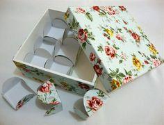 Caixa para doces ou bombons, 12 X 12 cm em MDF, revestida em tecido 100% algodão, com 9 forminhas revestidas com o mesmo tecido da caixinha. A caixa custa R$ 30,00 e cada forminha, R$ 0,90 R$ 39,90