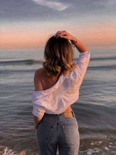 Beach Instagram Pictures, Swimming Pool Photos, Beach Photography Poses, Sea Pictures, Sea Photo, Photo Ideas, Freedom, Hair Makeup, Hair Beauty