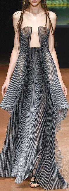 Iris van Herpen Fall 2017 Couture Fashion Show Fashion 2017, Couture Fashion, Runway Fashion, Fashion Art, High Fashion, Fashion Beauty, Fashion Show, Womens Fashion, Fashion Design