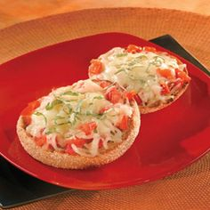 """A whole wheat English muffin makes a fabulous """"crust"""" for this cheesy individual pizza that is ready in just 25 minutes. It makes a great after-school snack or a quick lunch or dinner for one. Mini Pizza Recipes, Whole Food Recipes, Vegetarian Lunch, Vegetarian Recipes, Appetizer Recipes, Appetizers, Dinner Recipes, Whole Wheat English Muffin, Mini Pizzas"""