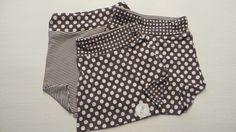 Rokje Mieke is gemaakt van een mooi, dun tricot en heeft een extra elastiekje in de taille,