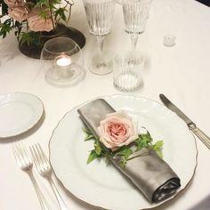 Prove di Mise en Place con @paolafantozzi per la Masterclass di #weddingplanner. Flowers by @federicaambrosini  #Roma #formazione #weddingdecors #weddingacademy #englishroses #flowerdesign