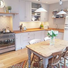 The Best Kitchen Design Cosy Kitchen, Home Decor Kitchen, Country Kitchen, Kitchen Interior, New Kitchen, Kitchen Dining, Small Kitchen With Table, Eat In Kitchen Table, Kitchen Ideas