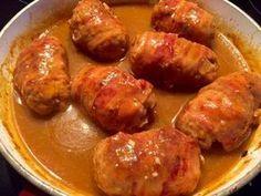 Zawijane zraziki z mięsa mielonego Polecam dziś Wam smakowite zraziki z mięsa mielonego zawijane w wędzony boczek i duszone w sosie grzybowym. Pyszny obiadek, idealny na niedziele. Z pewnością każdemu posmakuje. Takie mięsko i sosik fajnie komponują się z pyzami lub duszonymi ziemniaczkami. Do tego jeszcze pyszna surówka i mamy rewelacyjny obiad. Przepis na moją … Pork Recipes, Cooking Recipes, My Favorite Food, Favorite Recipes, Feta Chicken, Spinach And Feta, Polish Recipes, Pork Dishes, Good Food