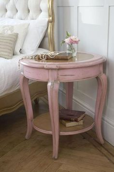 Vintage Furniture adorable, paint an old brown garge sale end table pink and use it for a night stand Shabby Chic Cottage Pink Roses French Furniture, Paint Furniture, Shabby Chic Furniture, Shabby Chic Decor, Furniture Makeover, Vintage Furniture, Modern Furniture, Shabby Chic Bedside Tables, Antique Painted Furniture