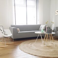 Woonkamer grijze bank wit licht zuiver Experience Center, Fabric Sofa, Home Living Room, Ps, Accent Chairs, Fabrics, Blog, Furniture