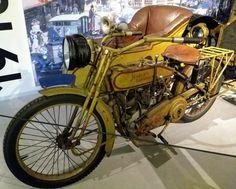 Harley Davidson 1915 met een zijspan van de Nederlandse fabrikant Hollandia, Louwman Museum Den Haag.