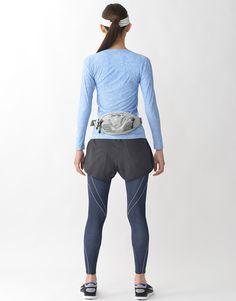 ジュウリュウトップ(レボリューションタイプ) ラウンドネック(長袖) 肩甲骨まわりのラインが左右の肩甲骨をバランスよく支えて、可動域を広げます。また、中央に穴のあいたデザインが、左右の肩甲骨の動きの連動性を向上し、肩甲骨を使ったしっかりと大