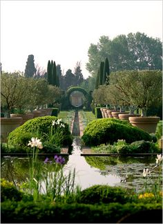 Garden Is the Showpiece at a Provencal Manor - The New York Times