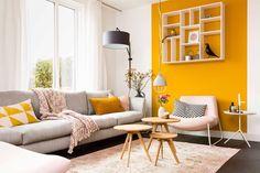 Inspiratie voor woonkamer Vlak op de muur. Mooie stoel. Leuke wandlamp