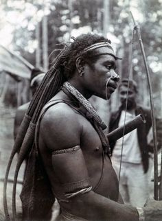 Papua (Indonesia) ~ Merauke regency, Digul river region | Portrait of a Digul man | ca. 1909 | Photographer O G Heldringstraat