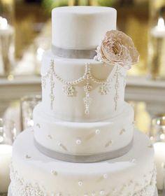 17 Simply Amazing Wedding Cakes - MODwedding