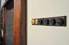使えるスイッチはそのまま使用。金色のものは最初入手したものがイメージと違ったため買い直したものという。