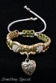 Pulseras en tejido Macramé con dijes Something Special, Bracelets, Silver, Jewelry, Fashion, Woven Bracelets, Tejidos, Moda, Jewlery