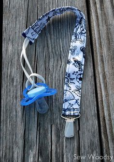 Cute and easy DIY pacifier clip...need to get the sewing machine!