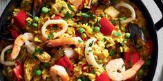 Παέλια με γαρίδες, θαλασσινά, κοτόπουλο και πιπεριές