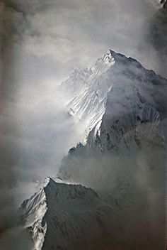 Le pic enneigé de Namchak Barwa - Matthieu Ricard