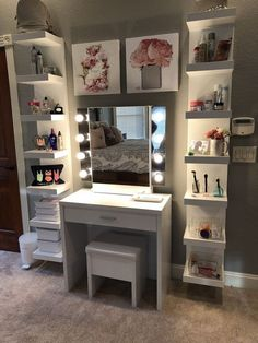 Makeup vanity - superhairmodels com/dekor Makeup vanity Cute Room Ideas, Cute Room Decor, Teen Room Decor, Room Ideas Bedroom, Girl Bedroom Designs, Bedroom Decor, Teen Bedroom, Makeup Room Decor, Makeup Rooms
