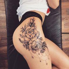 coole tattoo designs bringt dir die besten tattoo ideen und tattoo designs – foot tattoos for women Flower Hip Tattoos, Hip Thigh Tattoos, Floral Thigh Tattoos, Hip Tattoos Women, Foot Tattoos, Sexy Tattoos, Body Art Tattoos, Girl Tattoos, Small Tattoos