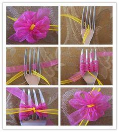 Diy christmas bows for presents shops ideas Ribbon Art, Diy Ribbon, Ribbon Crafts, Flower Crafts, Diy Flowers, Ribbon Bows, Fabric Flowers, Ribbons, Ribbon Flower