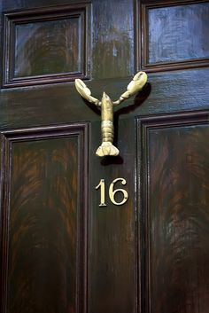 lobster door knocker. I need to purchase these for the original lobster creww! @Emily Bowers
