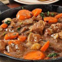 6 savory vintage recipes for Boeuf Bourguignon/Beef Burgundy - Click Americana Meat Recipes, Healthy Dinner Recipes, Crockpot Recipes, Cooking Recipes, Drink Recipes, Beef Bourguignon, Health Dinner, Vintage Recipes, Healthy Eating